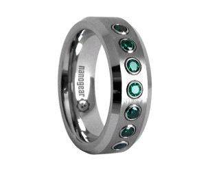"Tungsten carbide ring with brushed middle and green CZ stones ""TAPRIS"""